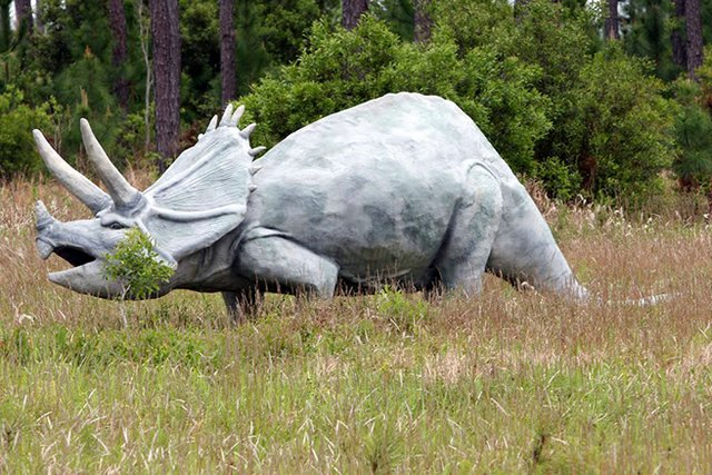 Dinosaurs in Elberta, Alabama